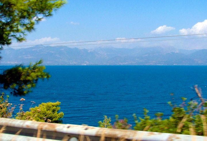 Sur les routes de Grèce ⎜ Driving through Greece